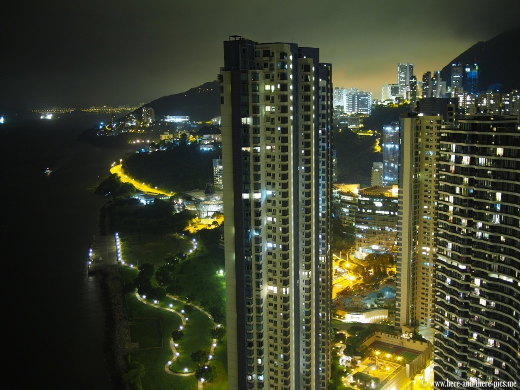 Verticality in Hong Kong by night